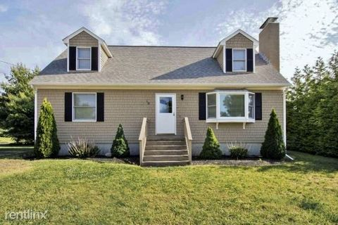 Photo of 10 Tom Walsh Ln, Narragansett, RI 02882