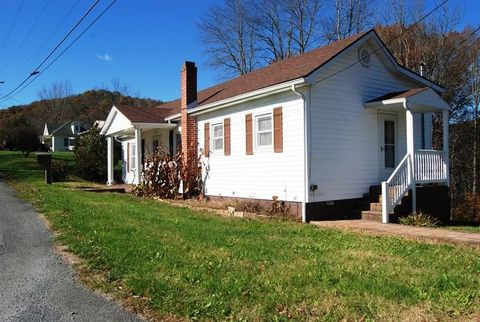 Photo of 310 College Hill Rd, Cedar Bluff, VA 24609