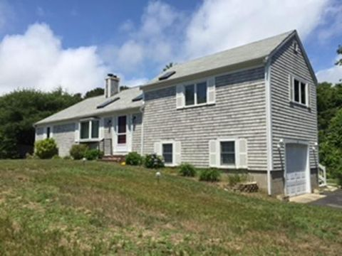 Photo of 10 Robert Ln, Harwich, MA 02645