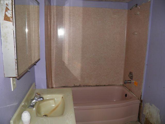 Bathroom Fixtures Eugene Oregon 111 w myoak dr, eugene, or 97404 - realtor®