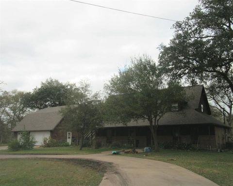 Photo of 55 Robinhood Ln, Clute, TX 77531