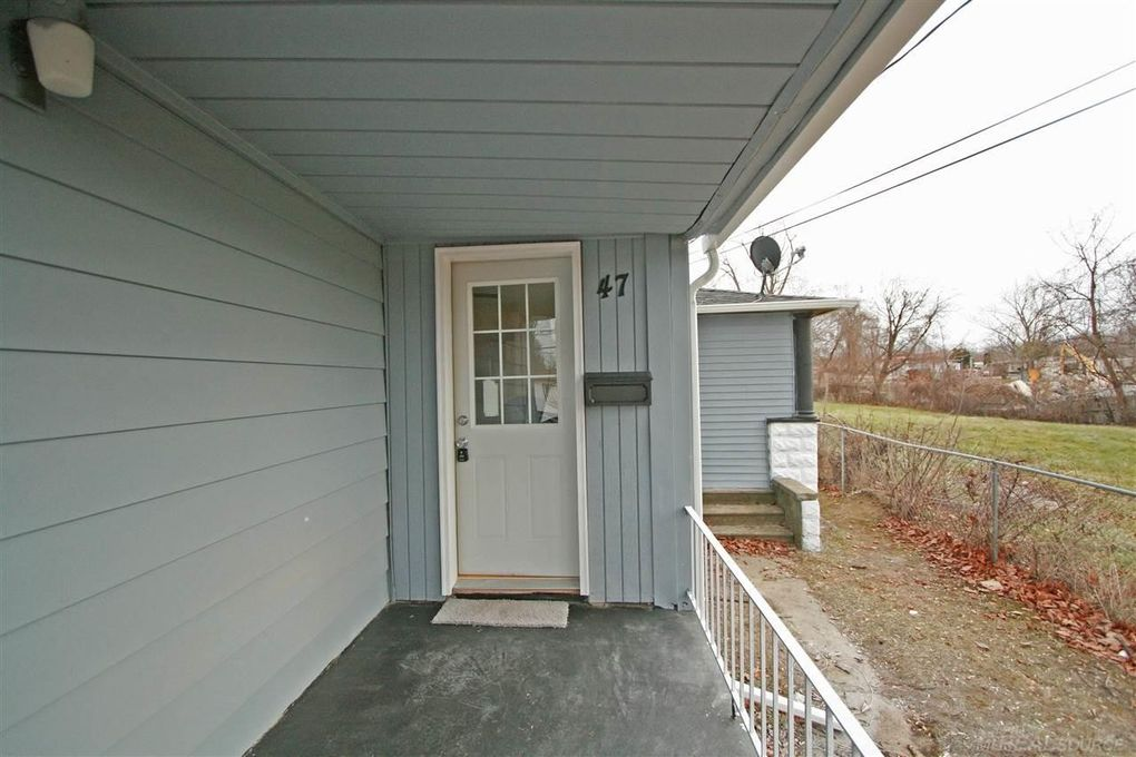 47 Avery St, Mount Clemens, MI 48043