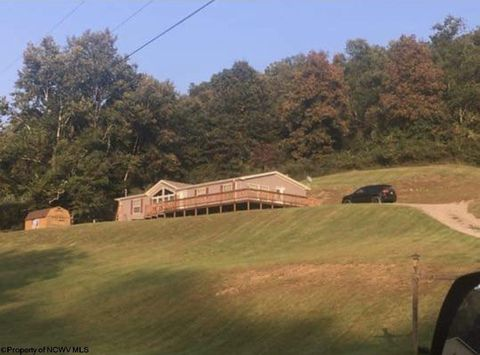 Photo of 99 Maple St Dr, Jane Lew, WV 26378