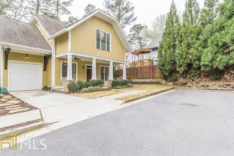 Photo of 122 Lenore Pl, Decatur, GA 30030