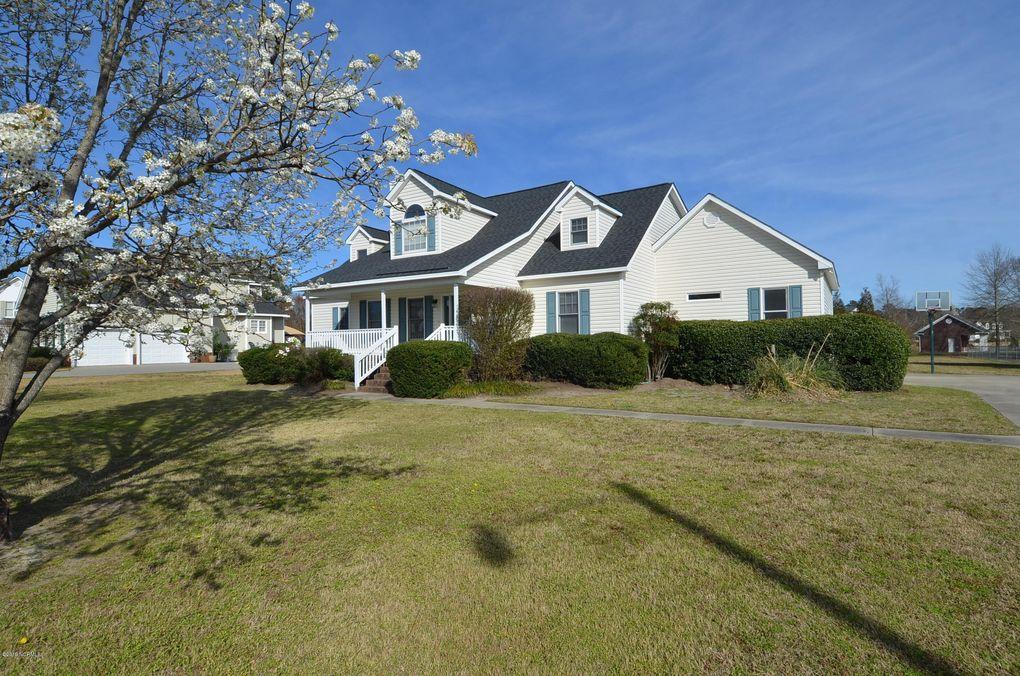 885 Brandy Creek Dr, Greenville, NC 27858