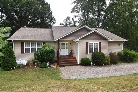 44 Natures Trl, Clyde, NC 28721