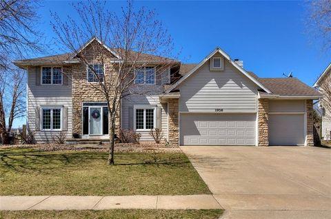 1706 Ne Michael Dr, Ankeny, IA 50021. House For Sale