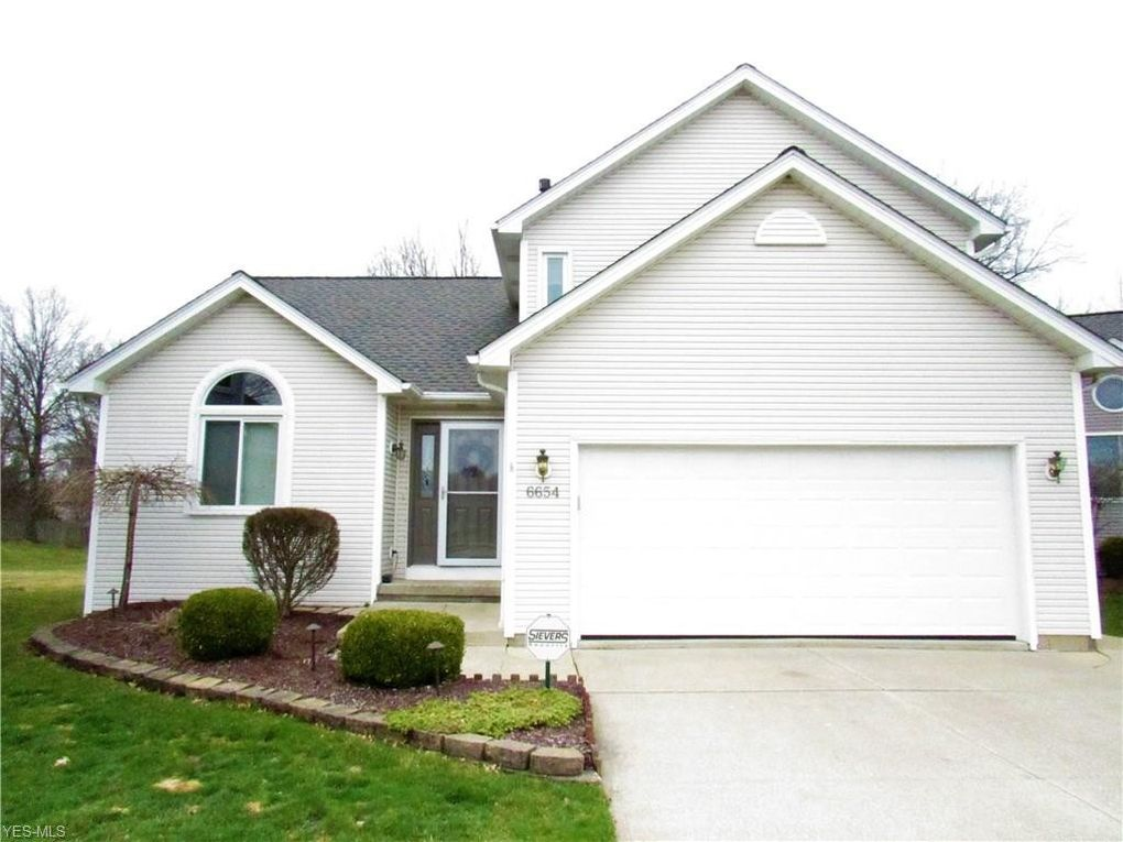 6654 Laurel Ln Unit 145, Olmsted Falls, OH 44138