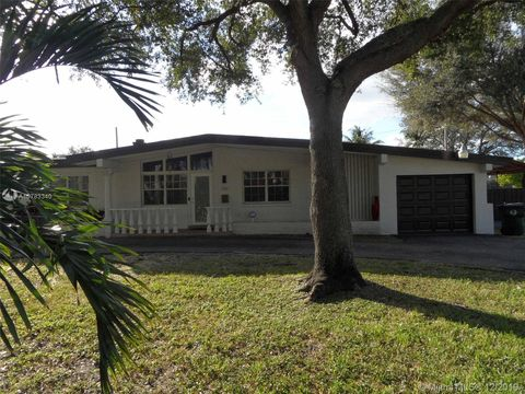 Photo of 700 Curtiss Pkwy, Miami Springs, FL 33166