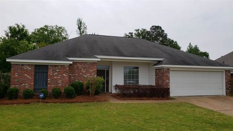 Photo of 250 John Martin Dr, Brandon, MS 39047