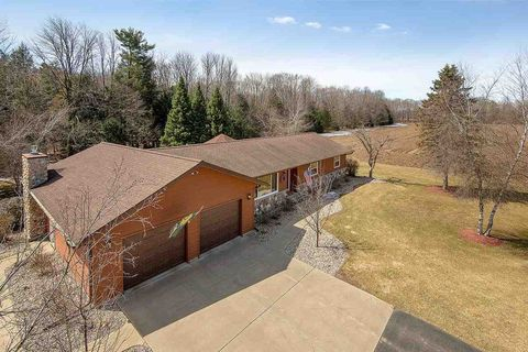 Photo of N11069 Yaeger Rd, Clintonville, WI 54929