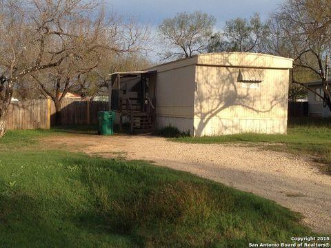 Photo of 505 Elm St, Jourdanton, TX 78026