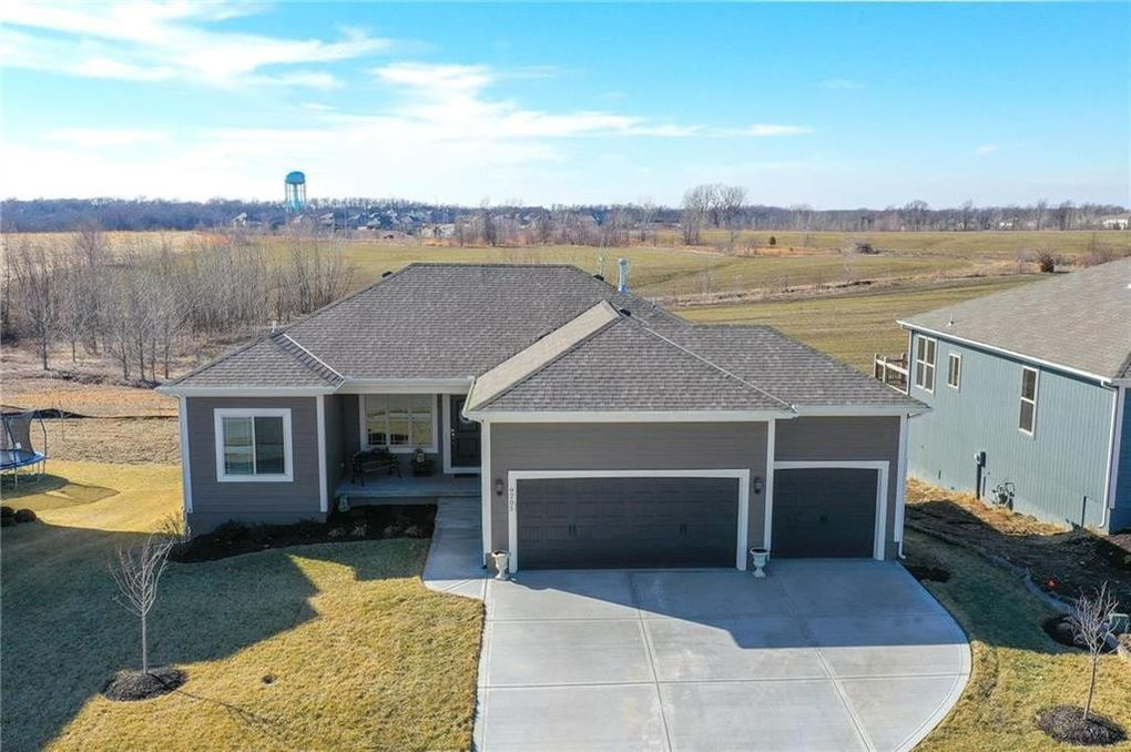 9205 Sw 2nd St, Blue Springs, MO 64064