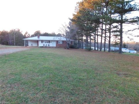 1926 Hill Rd, Silver Valley, NC 27292