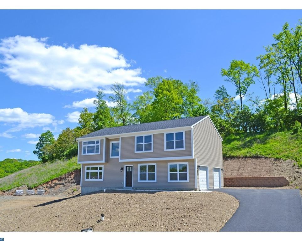 63 Sawgrass Dr, Reading, PA 19606
