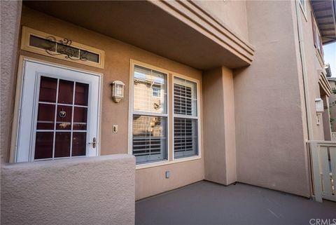 Photo of 327 W Summerfield Cir, Anaheim, CA 92802