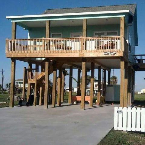 962 Palmetto, Crystal Beach, TX 77650
