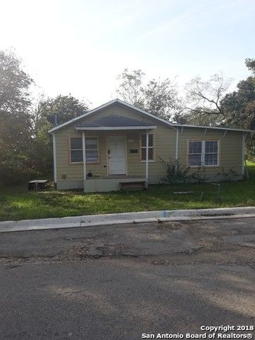 Photo of 1305 12th St, Hondo, TX 78861