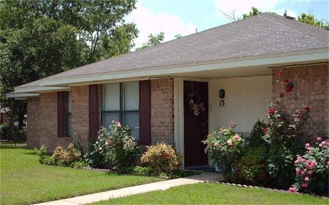 Photo of 300 E Elm St, Edgewood, TX 75117