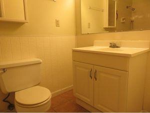 605 lovedale dr kingsport tn 37660 bathroom