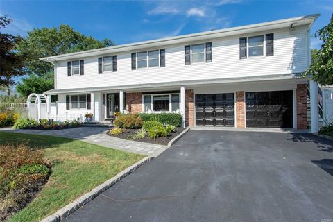 Photo of 19 Ellendale Ct, East Northport, NY 11731