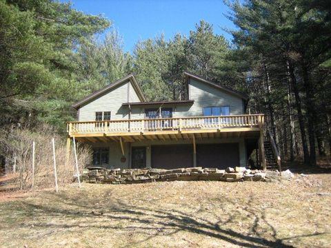 29 Pine Ridge Ln, Upper Jay, NY 12987