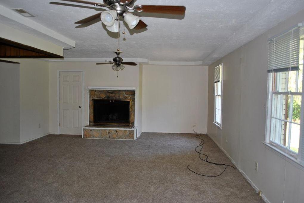 1446 Howell Rd, Valdosta, GA 31601