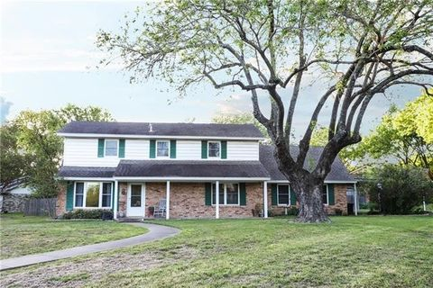 Photo of 1304 Williamsburg Dr, Ennis, TX 75119