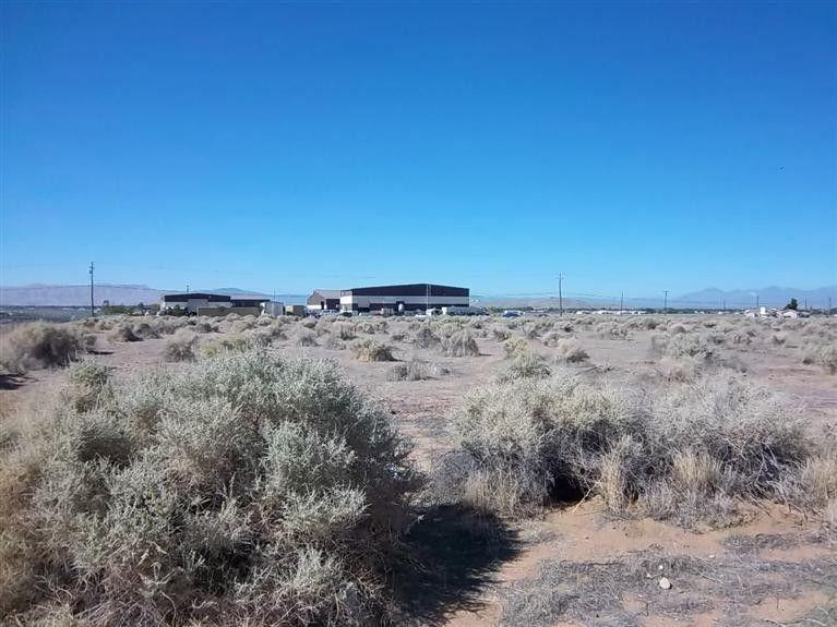 Taos Rd, Apple Valley, CA 92307