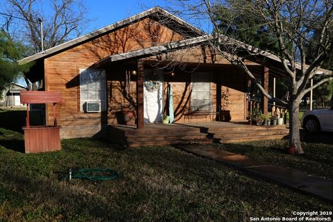 Photo of 554 S Camp St, Uvalde, TX 78801