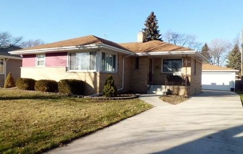 2029 38th St, Highland, IN 46322