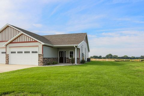 Photo of 4 B Dixie Dr, Dunlap, IA 51529