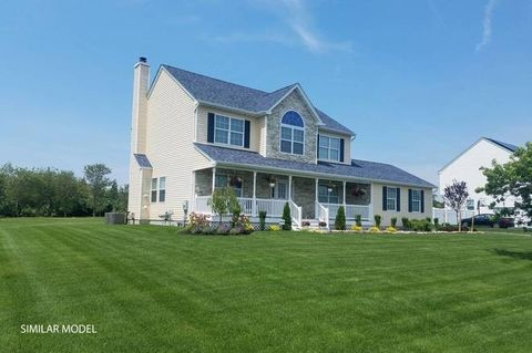 136 Lewis Rd, East Quogue, NY 11942