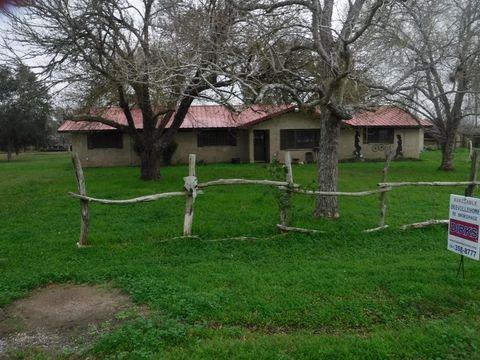 Photo of 2728 Earls Trl, Beeville, TX 78102