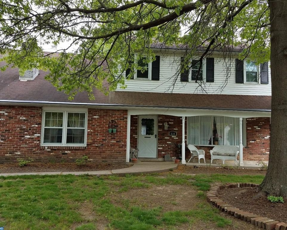 614 saxony dr fairless hills pa 19030 for Saxony homes