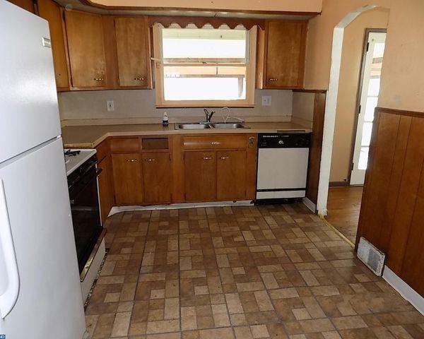 1737 40th St  Pennsauken  NJ 08110   Kitchen1737 40th St  Pennsauken  NJ 08110   realtor com . Discount Kitchen Cabinets Pennsauken Nj. Home Design Ideas