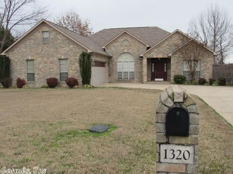 1320 Clarence Dr, Conway, AR 72034