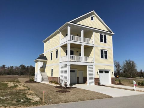 Photo of 504 Cannonsgate Dr, Newport, NC 28570