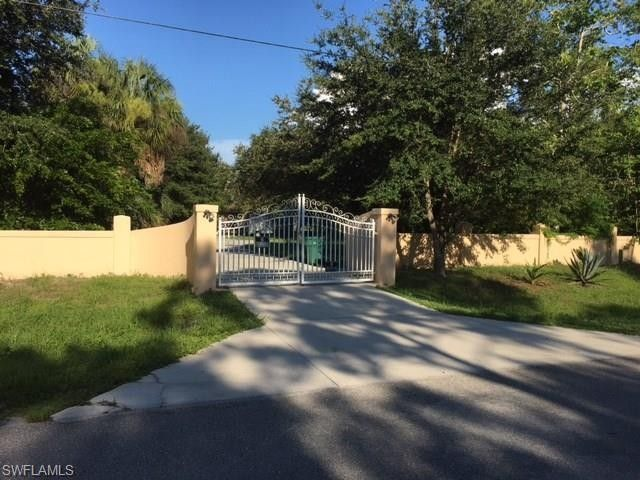 960 14th St Se, Naples, FL 34117