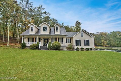 Photo of 403 Iroquois Loop, Canadensis, PA 18325
