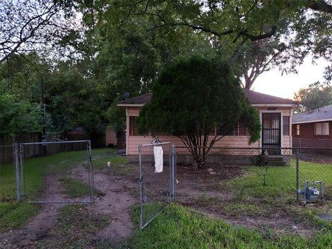 8411 Hoffman St, Houston, TX 77016