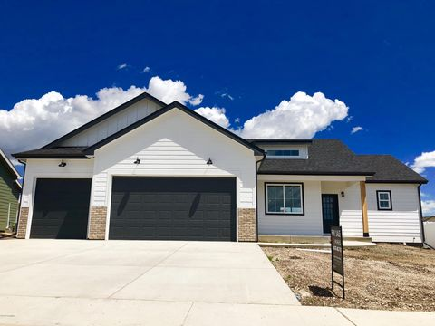 Photo of 116 Tabor Ln, Gillette, WY 82718