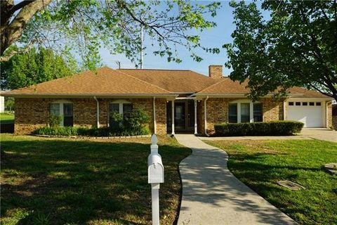 Photo of 219 Brookhaven Ter, Commerce, TX 75428