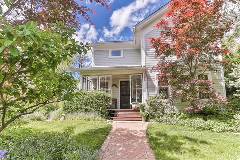 Photo of 129 E Cottage St, Chagrin Falls, OH 44022