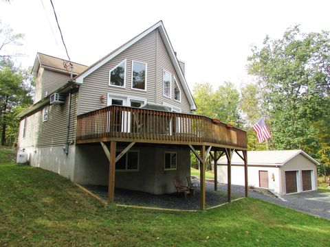 141 Roosie Dr, Dingmans Ferry, PA 18328