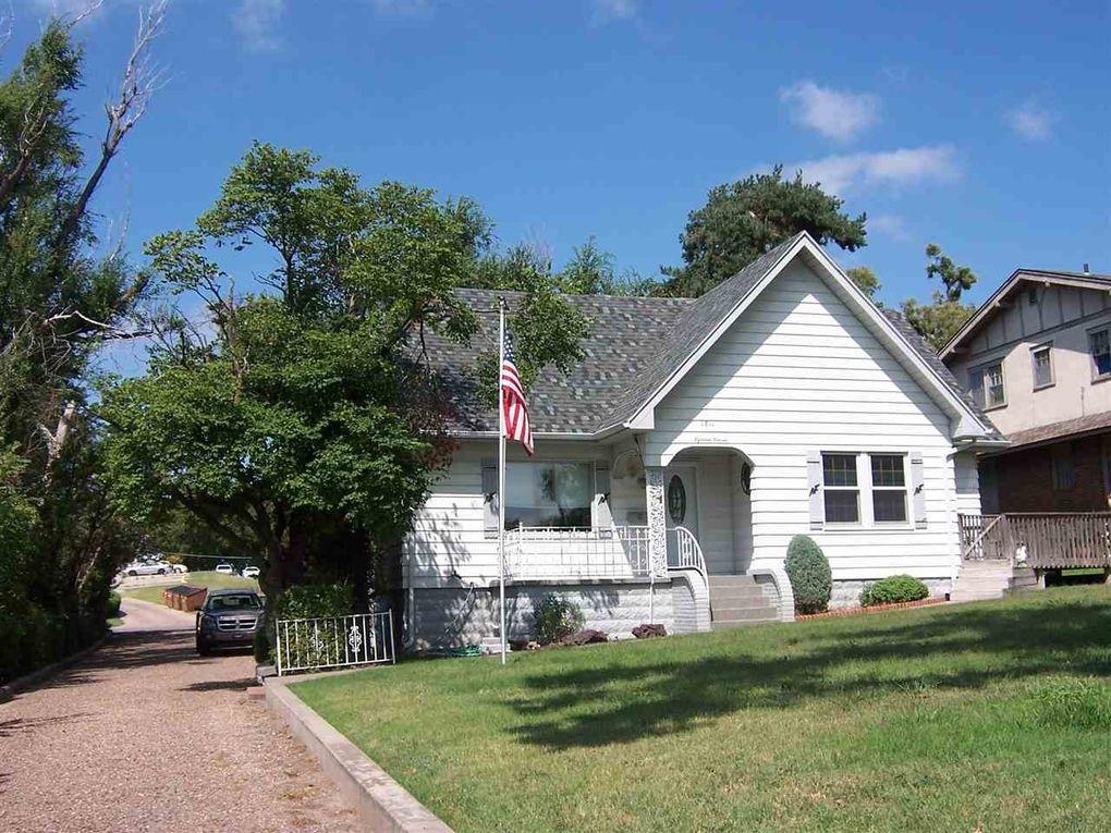 1811 La Mesa Dr, Dodge City, KS 67801 - realtor.com®