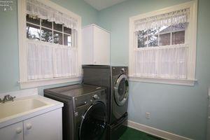 4208 Walnut Creek Ln, Sandusky, OH 44870 - Bathroom