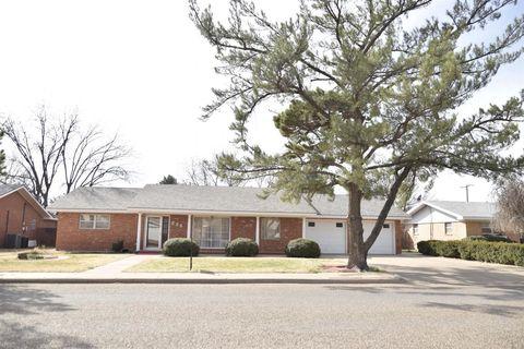 Photo of 226 Redwood Ln, Levelland, TX 79336