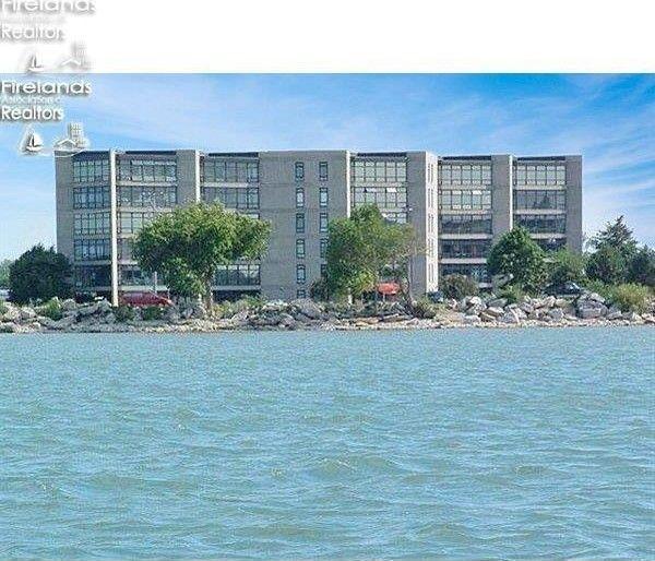 711 W Lakeshore Dr Apt 208 Port Clinton, OH 43452