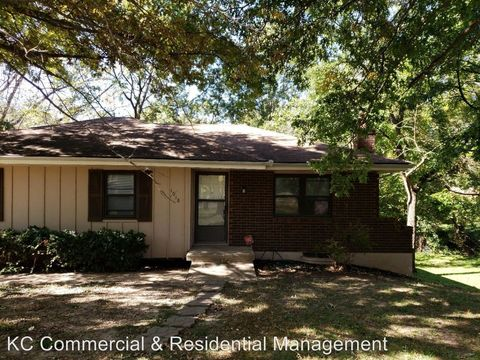 Photo of 1918 N Whitney Rd, Independence, MO 64058